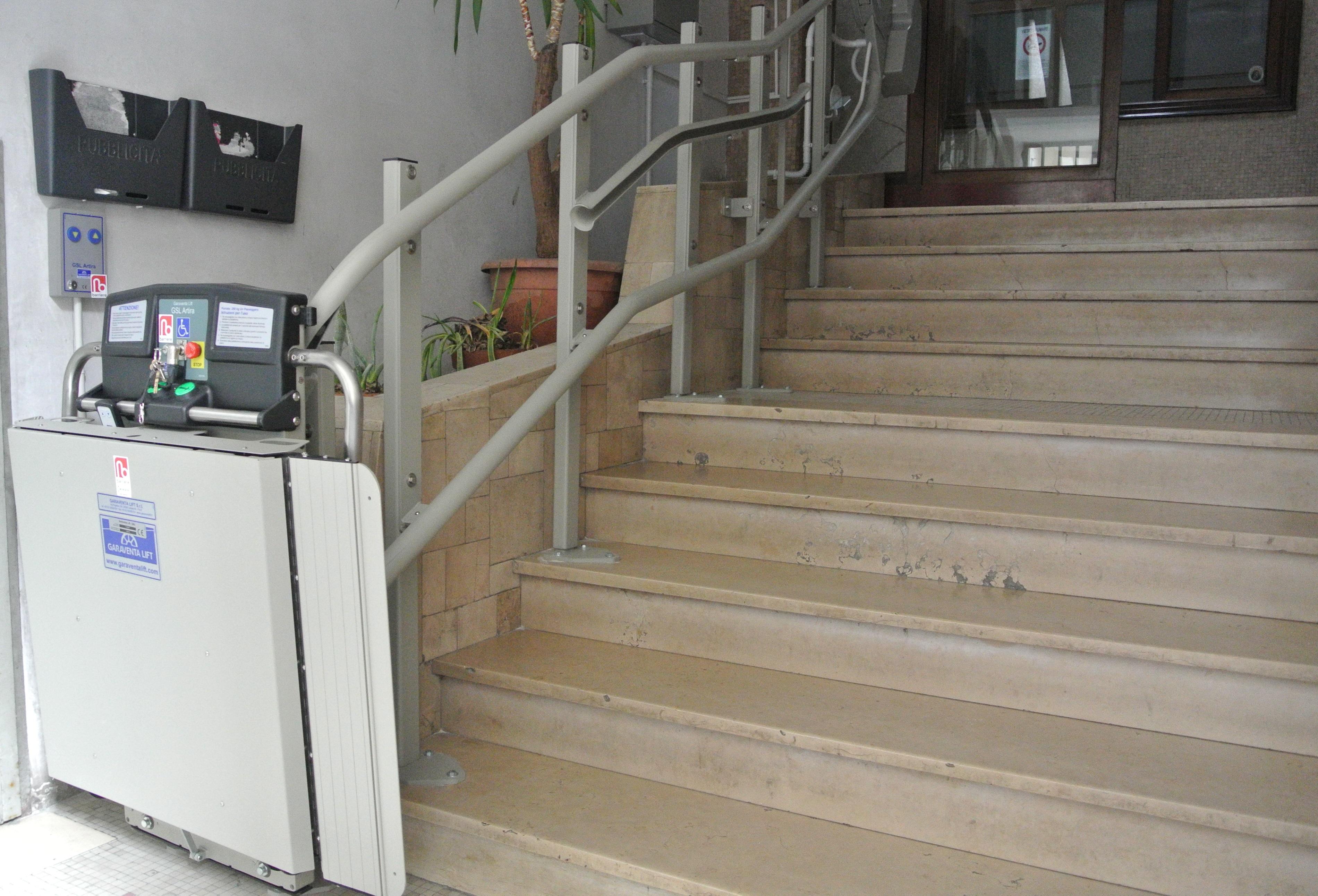 Installazione servoscala a piattaforma Napoli